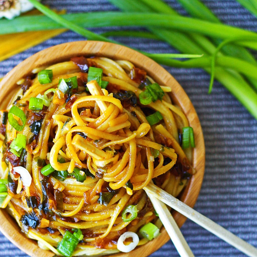 Sticky Garlic Noodles {An's Famous Garlic Noodles Copycat ...