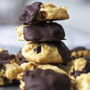 Chocolate-Dipped Chocolate Chip Cookies {Video!}